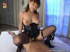 Horny japanese maid gets her pussy licked